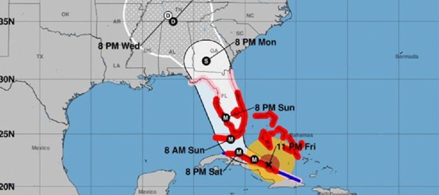 """El Centro Nacional de Huracanes dijo que Irma sigue siendo """"extremadamente peligrosa"""",..."""
