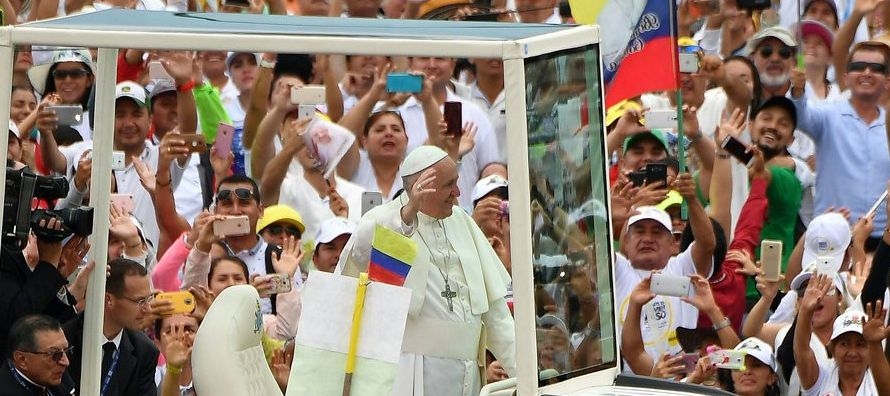 Jorge Bergoglio o Francisco I parece ser el único que puede hablar de paz sin que se arme un...