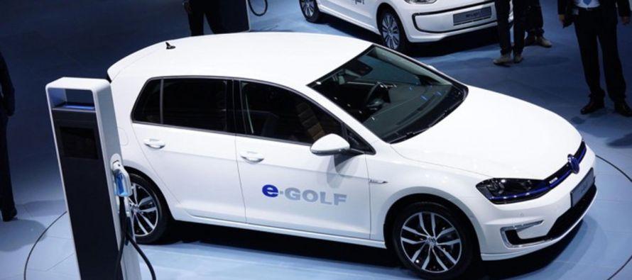 Volkswagen está avanzando en un giro hacia los autos eléctricos y planea invertir...