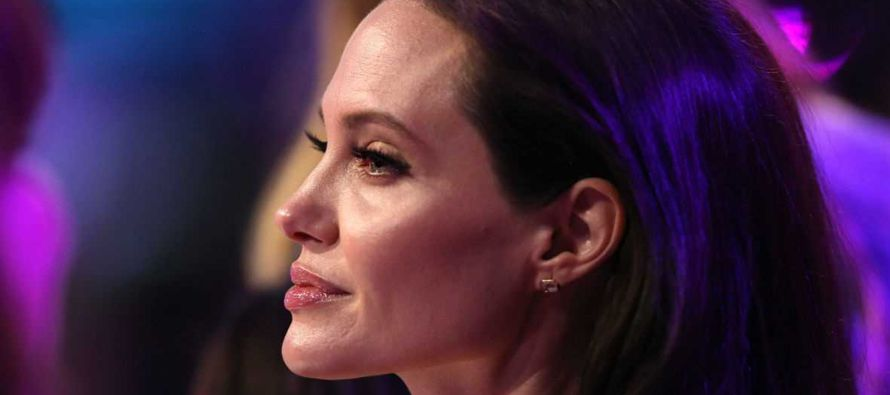 La actriz Angelina Jolie dice que no tenía intenciones de estar detrás de la...