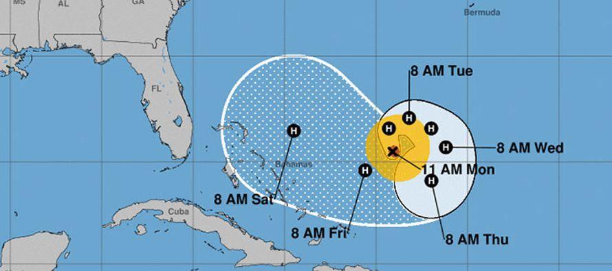 Un nuevo pronóstico prevé que el huracán José realice una trayectoria...