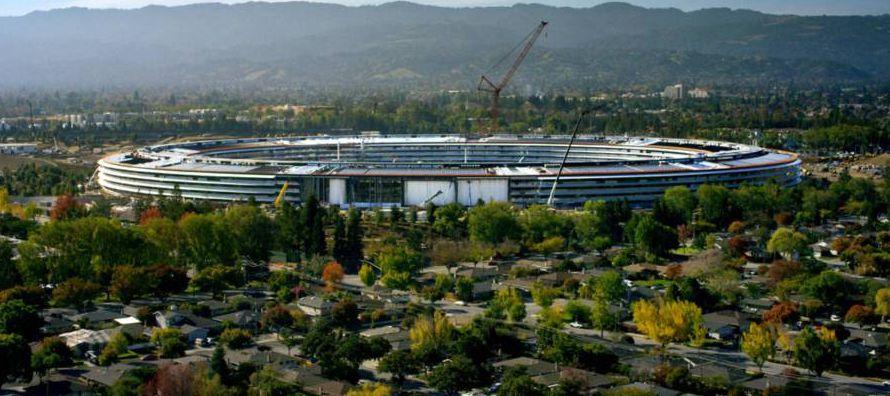 Tim Cook estrenará el teatro que lleva el nombre de su antecesor, Steve Jobs. En Apple, la...