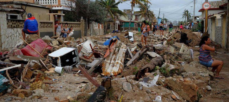 El Centro Nacional de Huracanes (CNH) de Estados Unidos dijo que el sistema frontal se ubicaba unos...