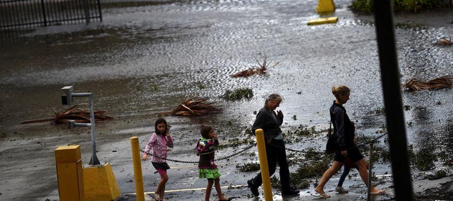 Hasta la víspera, medios locales de prensa reportaron al menos 10 muertes en Florida,...