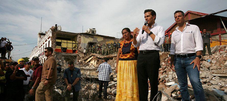 """""""Vamos a reconstruir todo lo que se cayó, se va reconstruir (...) sus comunidades van a..."""