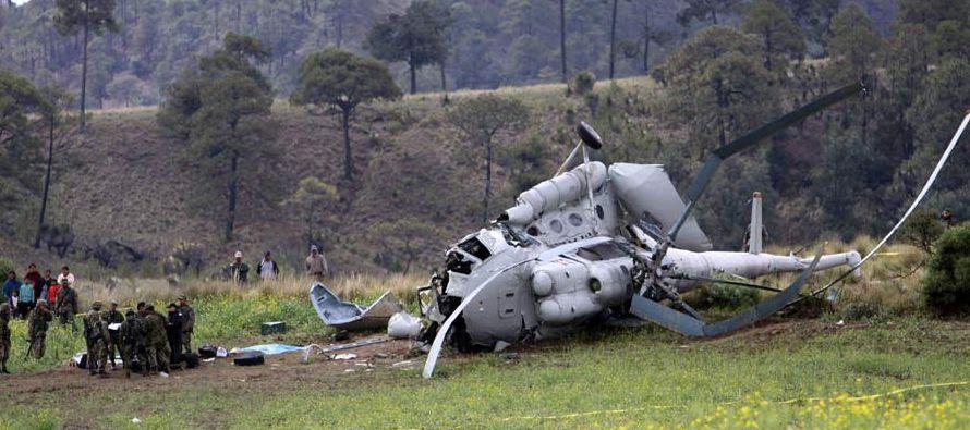 Tres de los siete tripulantes del aparato tienen fracturas que no comprometen su vida y cuatro se...
