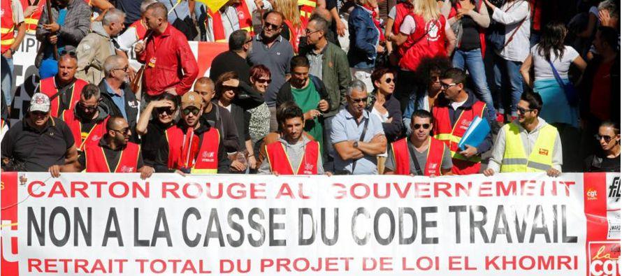 Emmanuel Macron superó ayer su primer examen en la calle. La primera jornada de huelga y...