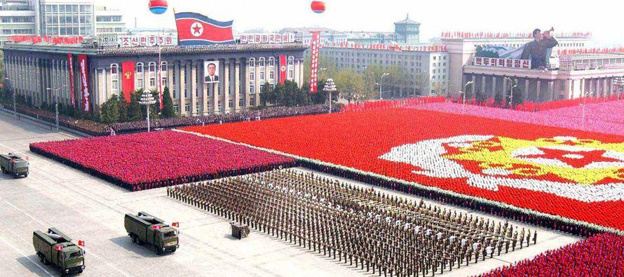 La República Popular Democrática de Corea apuesta por el arma nuclear, al carecer de...