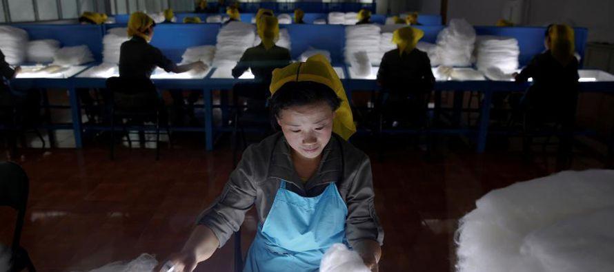 Pyongyang también está sufriendo un creciente aislamiento diplomático y en las...