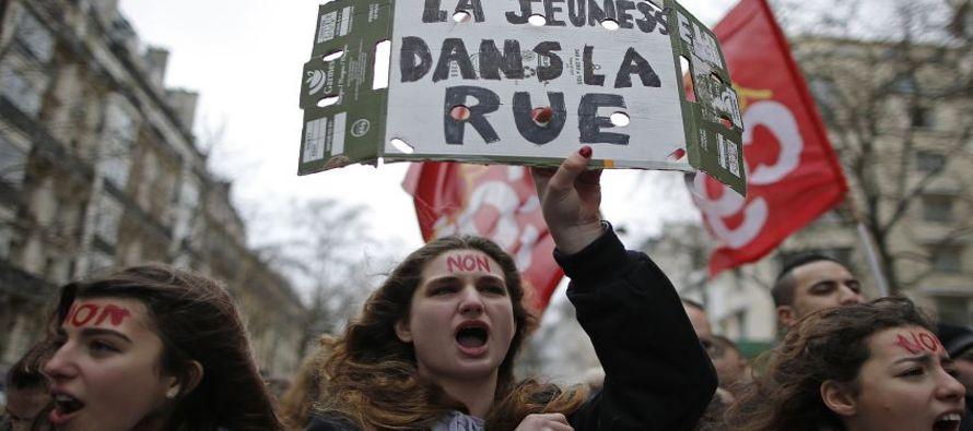 El gobierno de Francia reiteró hoy la intención de implementar la reforma laboral a...