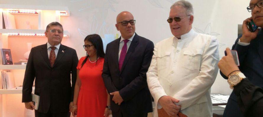 Delegados del gobierno y de la oposición de Venezuela se hallaban este miércoles en...