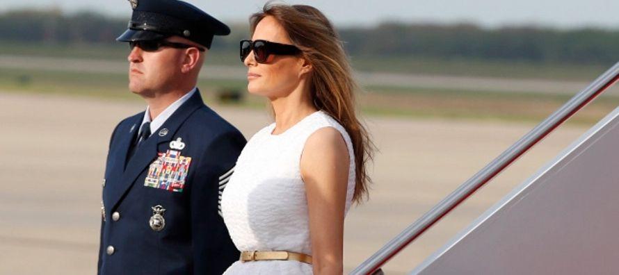 Los zapatos de tacón de Melania Trump se han convertido en un barómetro sobre la...