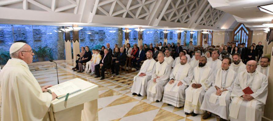 Los cristianos deben rezar por los gobernantes: Papa Francisco