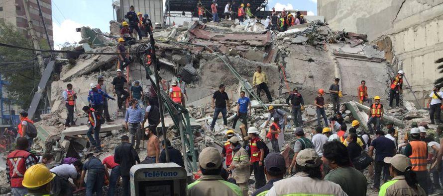 Peña Nieto llama a la calma tras fuerte sismo en México