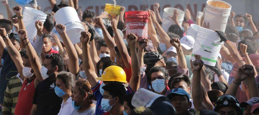 Dice Juan Villoro que los mexicanos llevamos un sismógrafo bajo la piel y además, con...