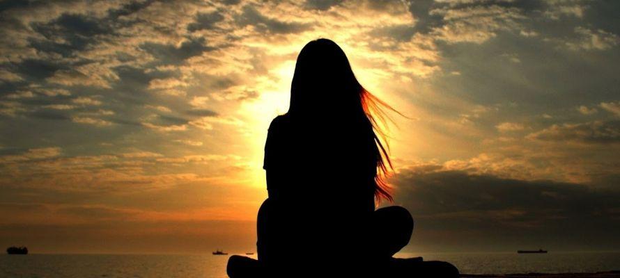 Primeramente, el silencio no puede ser considerado solamente en su aspecto negativo -...