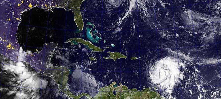 Acaba de ocurrir un hecho poco común en la historia, cuando dos huracanes de...