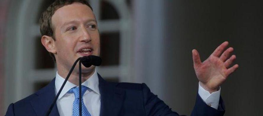 El jueves, Facebook anunció que entregará al Congreso de Estados Unidos miles de...