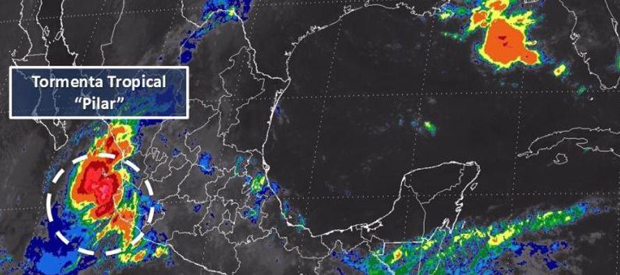 La tormenta tropical Pilar se desplazaba el domingo a lo largo de la costa del Pacífico...