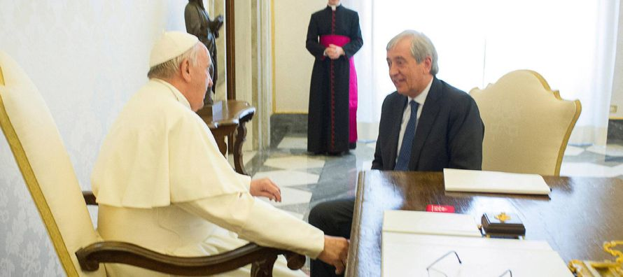 Cuando llegó al despacho del jefe de la gendarmería, Giandomenico Giani, este se...