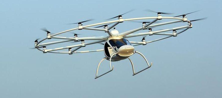 El dron, que funciona sin una guía a control remoto y tiene una duración...