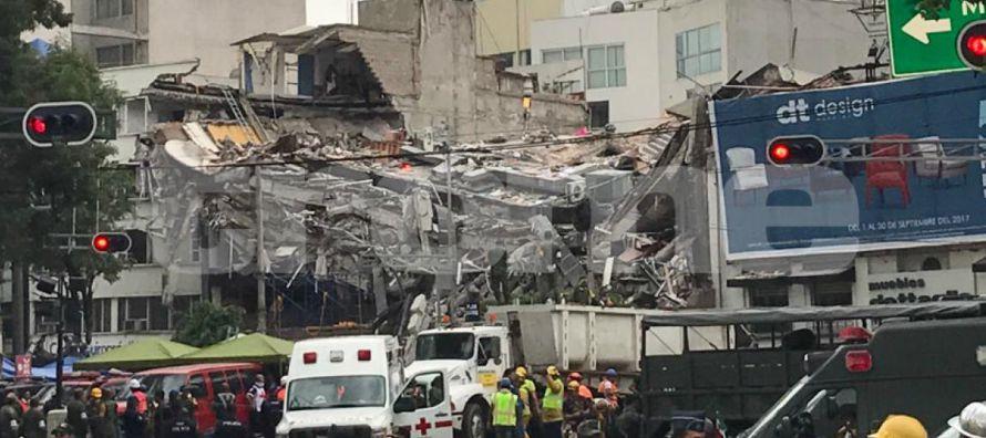 Casi una semana después del terremoto muchos menores todavía no tienen escuelas donde...