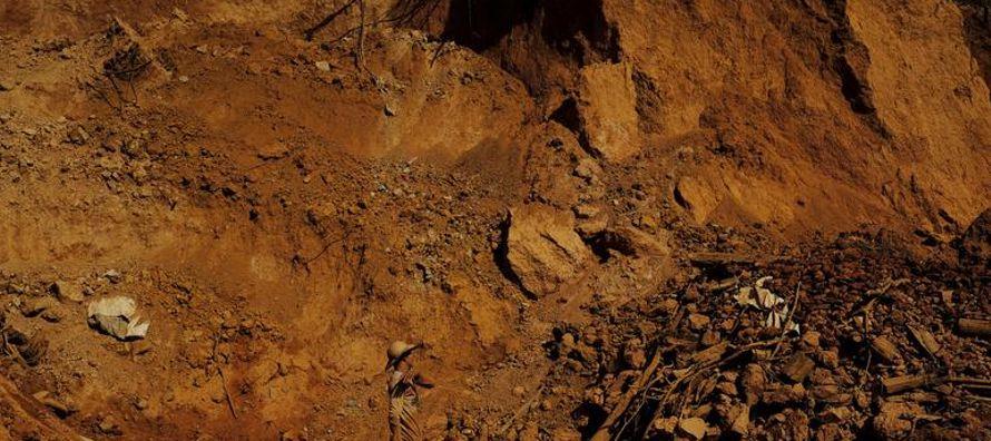 El ministro de Minería y Energía, Fernando Coelho Filho, y otras autoridades han...
