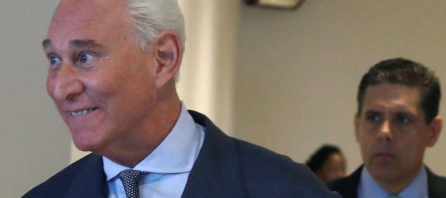 """Al llegar al Congreso, Stone dijo a los periodistas que iba a decir la """"verdad"""" ante los..."""