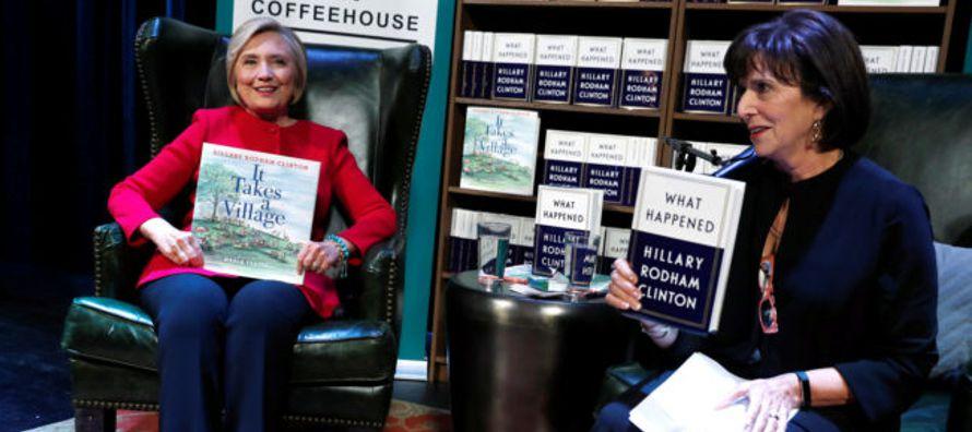 ¿Qué sucedió? Hillary se justifica, no lo explica. Se desahoga. Hace terapia....