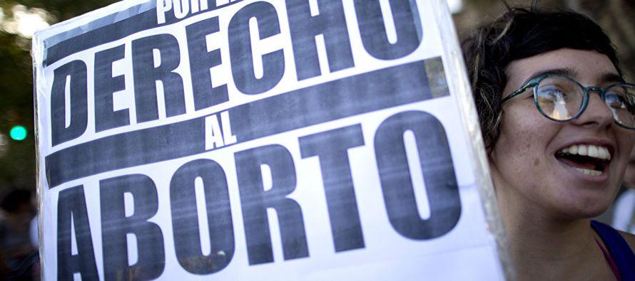 El 65 % de los colombianos está de acuerdo con el aborto legal, en tanto que un 62 %...