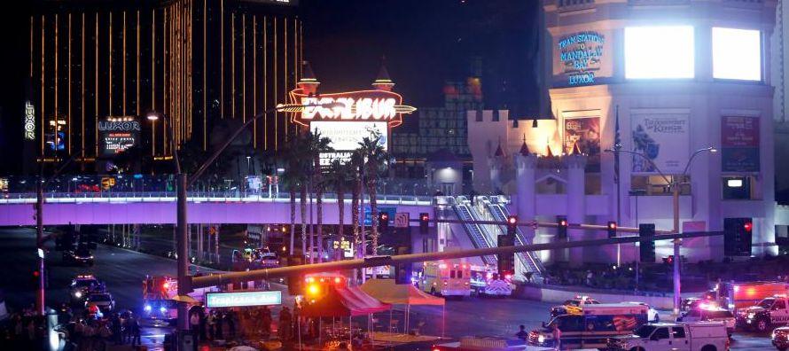 La pareja no supo del tiroteo hasta que, tras salir de un espectáculo, vio infinitas luces...