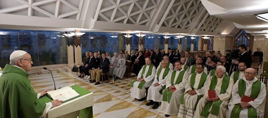 """Frente al relato de la Pasión, el Papa ha invitado a """"tomarse un poco de tiempo para..."""