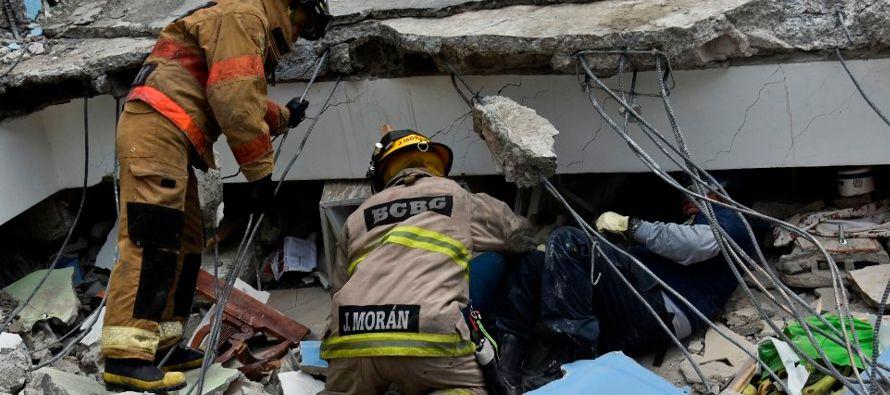 Las labores de búsqueda y rescate de víctimas del terremoto del 19 de septiembre...