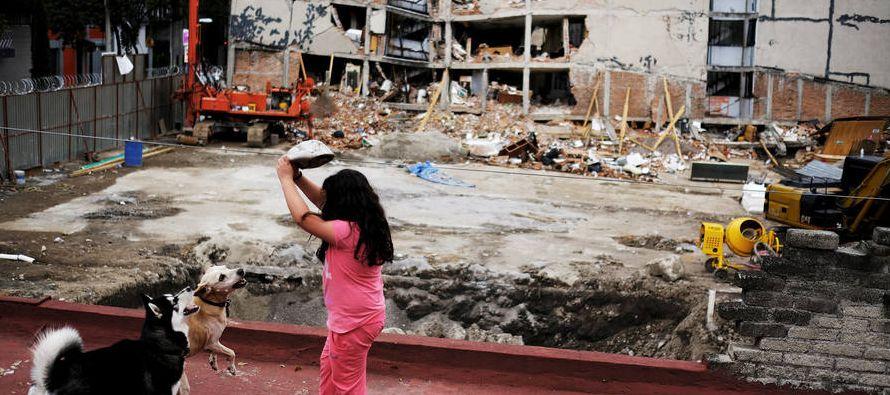 Mientras en los estados de Oaxaca, Chiapas y Tabasco se daba como resumen 101 víctimas por...
