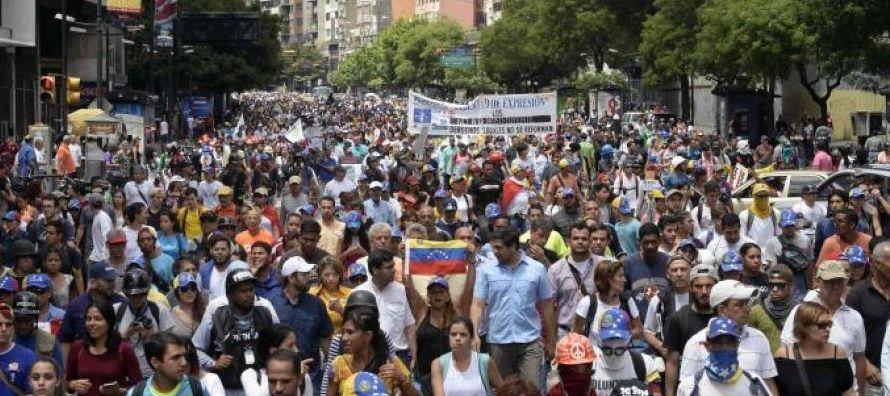 Venezuela, dueña de las reservas de crudo más grandes del mundo, está sumida...