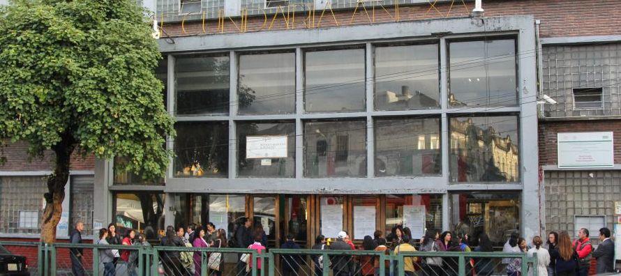 El edificio de cuatro niveles se desplomó 16 minutos antes de concluir las actividades...