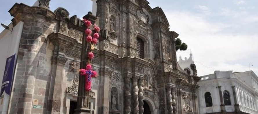 En un comunicado, los obispos de Quito invitan a sus feligreses a participar en la convocatoria,...