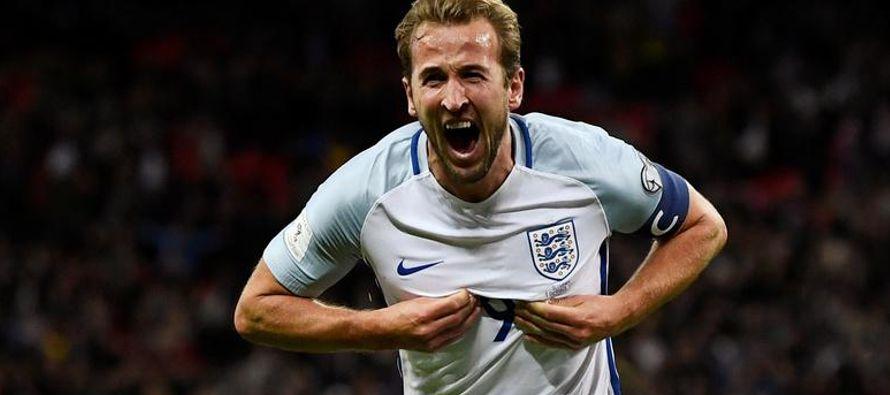 La selección alemana de fútbol, monarca defensora, clasificó el jueves al...