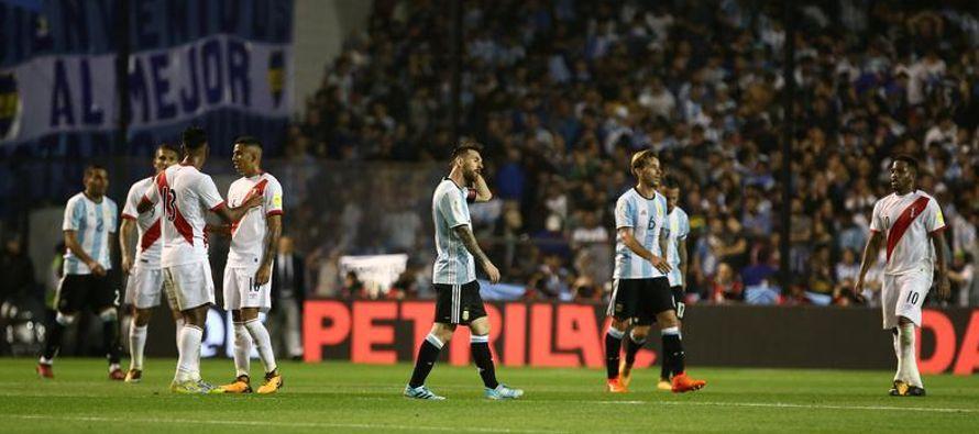 En el complemento Argentina salió como una tromba a tratar de liquidar el pleito y en dos...