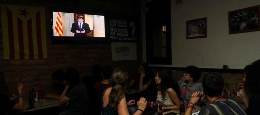 El presidente de Cataluña, Carles Puigdemont, ha pedido comparecer el martes por la tarde en...