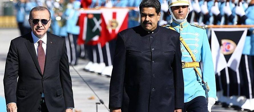 Lo cinco acuerdos firmados por ministros que acompañan a Maduro en su gira -entre ellos el...