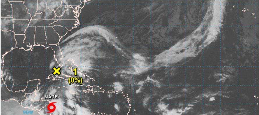La isla mexicana de Cozumel suspenderá hoy toda actividad comercial a partir de las 16:00...
