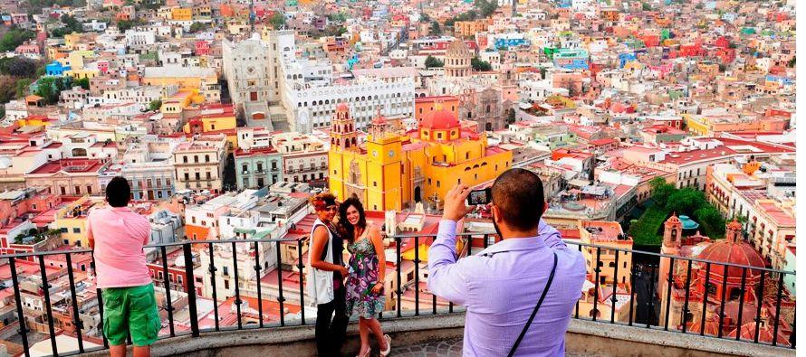 El gobierno mexicano anunció una campaña para recuperar al turismo perdido tras los...