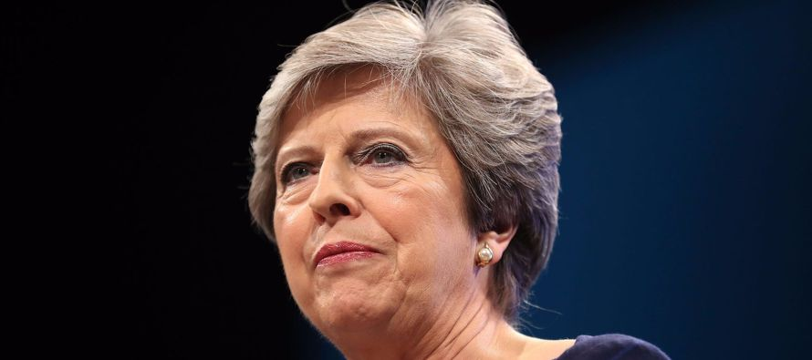 """No está claro cuánto podrá resistir May, que se muestra """"serena"""",..."""