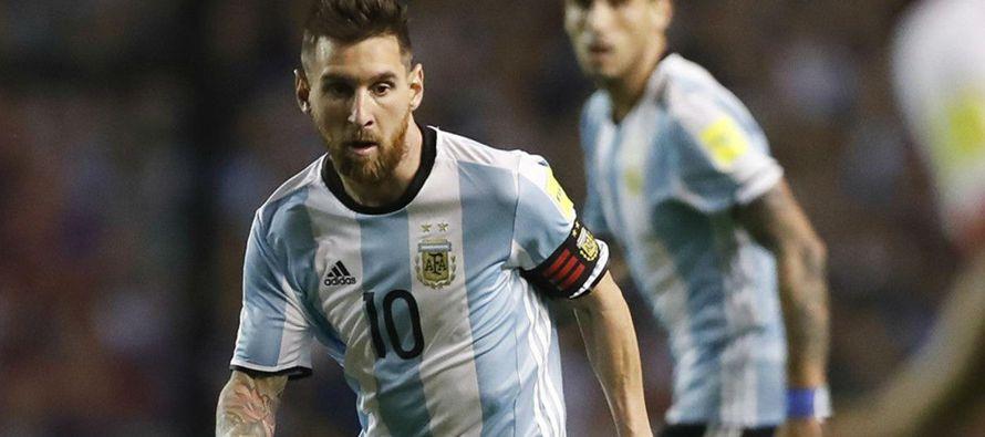La Argentina de Lionel Messi puede el martes caer al precipicio desde los 2.850 metros de altura de...