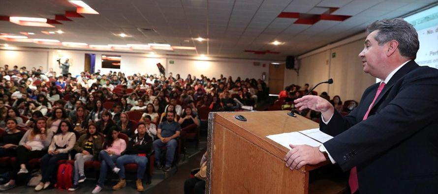 La renuncia de Curzo ha indignado a los medios y la clase política mexicana, y él y...