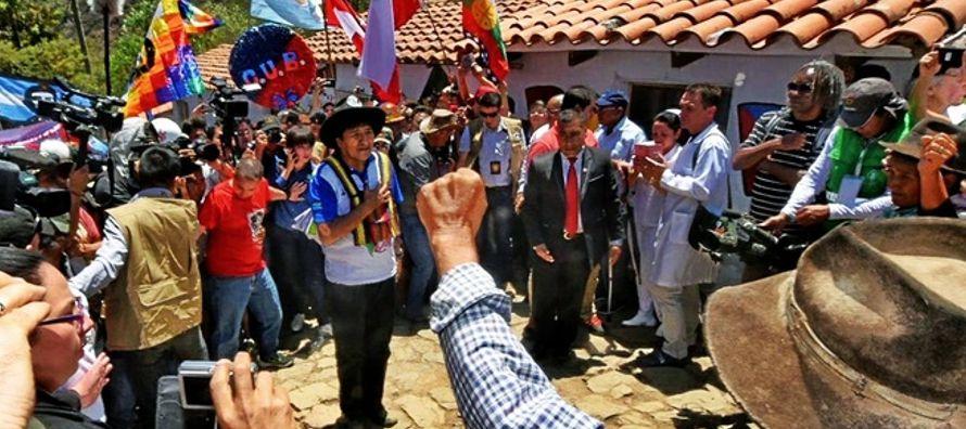 """Tras participar el domingo en una """"marcha antiimperialista"""" hacia el santuario guevarista..."""