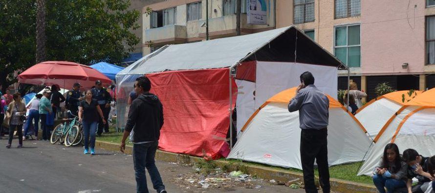 Junto a Reséndiz, otras 13 familias de este edificio presentaron una demanda colectiva en la...