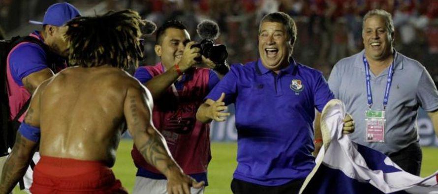 En otro partido, Trinidad y Tobago derrotó a Estados Unidos por 2-1. El defensor Omar...