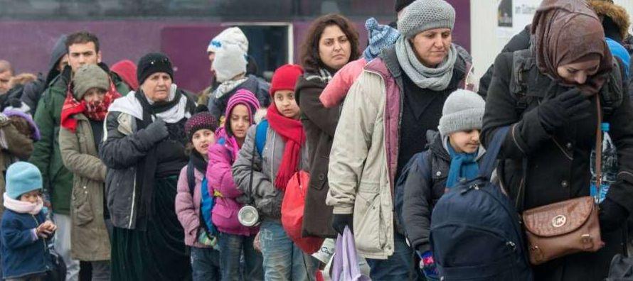 Un total de 106.690 personas (el 20,7 %) recibieron el estatus de refugiado, a 86.121 personas (el...